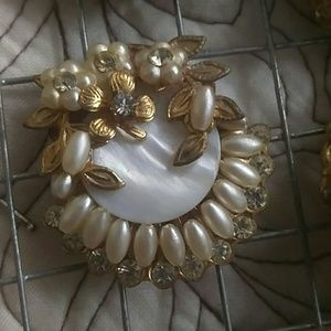 Vintage clip on gold and pearl